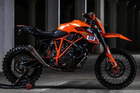 KTM Super Duke Berubah jadi Motor Garuk Tanah