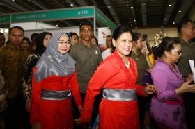 Iriana Jokowi Buka Bazar Amal WIC ke-52