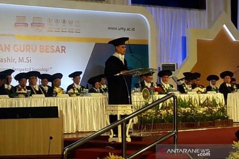 Haedar Nashir Dikukuhkan Sebagai Guru Besar UMY