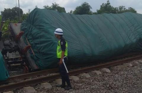 10 Gerbong Kereta Barang Anjlok di Blora