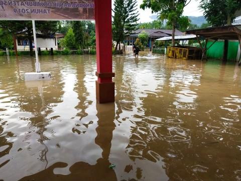Banjir Bandang Solok Selatan Robohkan Jembatan