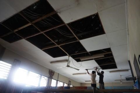 Tower Ambruk Rusak Sejumlah Bangunan Sekolah di Sleman