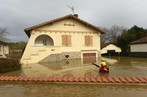 Badai di Prancis Picu Pemadaman Puluhan Ribu Rumah
