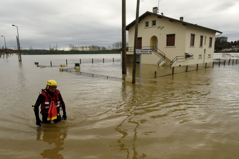 Badai Prancis, Puluhan Ribu Rumah Kehilangan Aliran Listrik