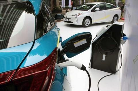 Beda Mobil Hybrid dan Elektrik