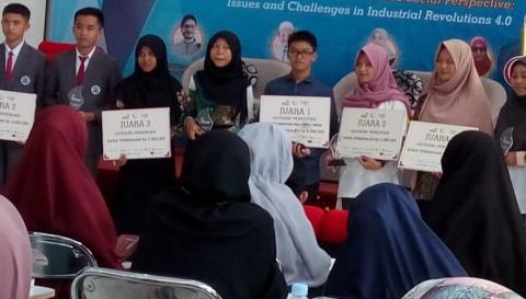 Siswa Madrasah Kalahkan Mahasiswa UGM di Kompetisi Riset