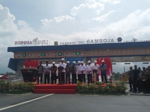 Jokowi Inaugurates First Toll Road in Kalimantan
