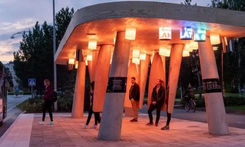 Halte Bus Dirancang Futuristik Tanpa Kursi
