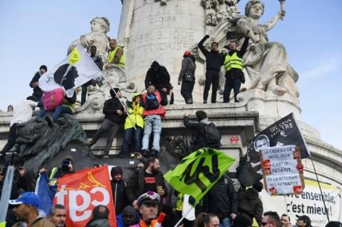 Reformasi Pensiun Kembali Picu Bentrokan di Paris