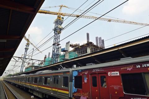 Gerbong KRL Bekasi-Kota Ditambah
