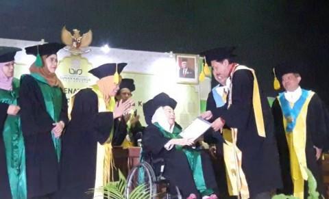 Sinta Nuriyah Terima Gelar Doktor Kehormatan dari UIN Sunan Kalijaga