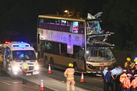 Bus Tingkat Hantam Pohon di Hong Kong, 5 Penumpang Tewas