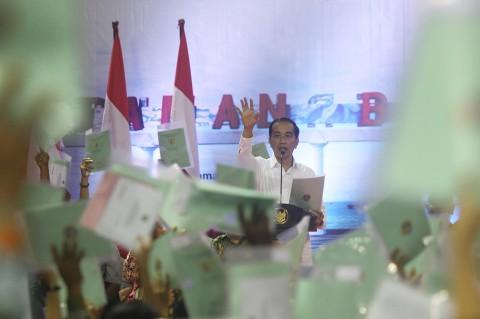 Jokowi Serahkan 1.000 Sertifikat Tanah di Tarakan
