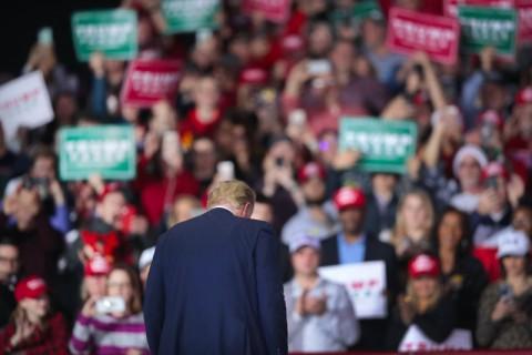 Pemakzulan Tidak Serta Merta Membuat Trump Lengser
