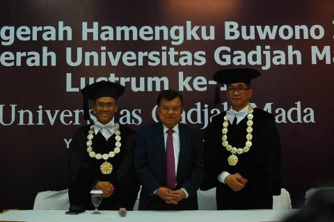 JK Terima Hamengku Buwono IX Award