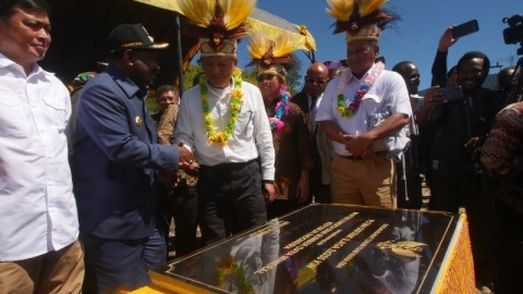 PLTMH Beroperasi, Puncak Papua Kini Teraliri Listrik