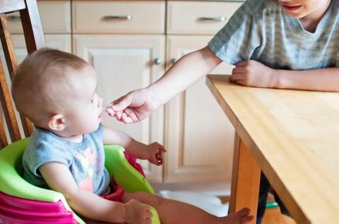 Mengapa Bayi Sering Tertidur ketika Sedang Makan?