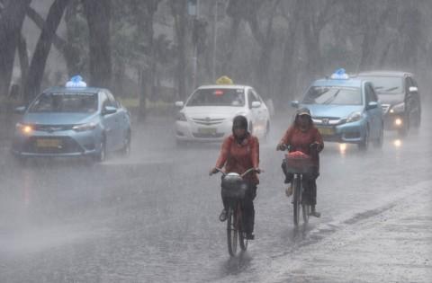 Hujan Lebat Diperkirakan Guyur Jakarta Hingga Dini Hari