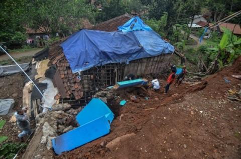 Delapan Kecamatan di Sumbar Diterjang Banjir dan Longsor