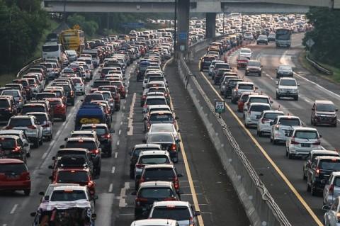 Jasa Marga Berlakukan <i>Contraflow</i> di Tol Jakarta-Cikampek