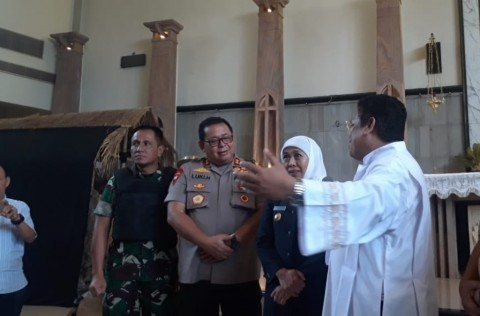Khofifah Visits Church to Monitor Christmas Preparations