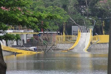 Jembatan Hutan Kemayoran Ambruk Sebelum 'Diresmikan'