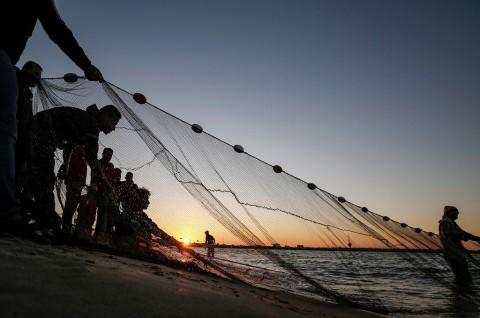 Israel Pulihkan Zona Menangkap Ikan di Jalur Gaza