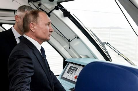 Putin Resmikan Kereta Penghubung Rusia dan Krimea