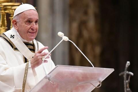Paus Fransiskus Pimpin Misa Malam Natal di Vatikan