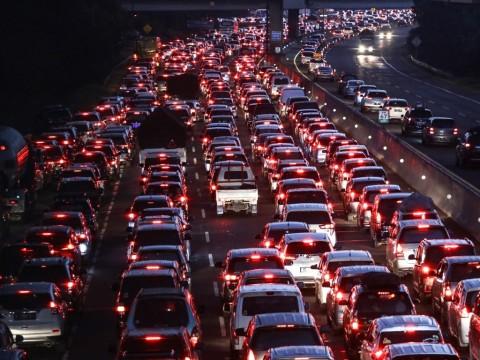 Mengemudi Terlalu Pelan Juga Picu Kecelakaan Di Jalan