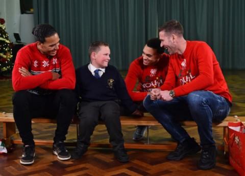 Kejutan Natal 3 Penggawa Liverpool untuk Anak-anak