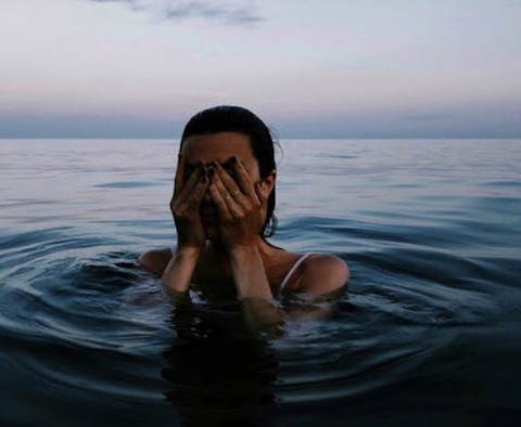 Mengapa Berenang Membuat Kuku Menjadi Kebiruan?