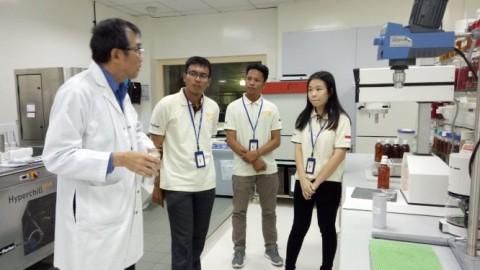 Mahasiswa Peneliti Jebolan IRN Ikut <i>Scientific Tour</i> ke Singapura