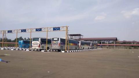 Pemudik Banjiri Terminal Bus di Jabodetabek