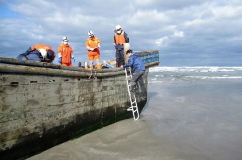 'Kapal Hantu' Berisi Jasad Manusia Terdampar di Jepang