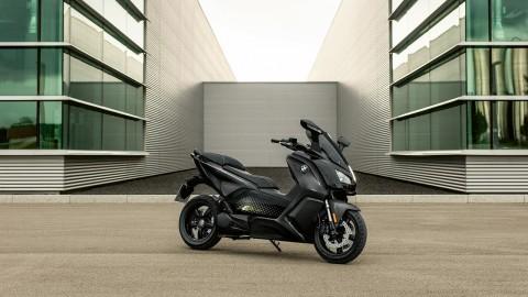 BMW Motorrad Kembangkan Teknologi Pencatu Daya Nirkabel