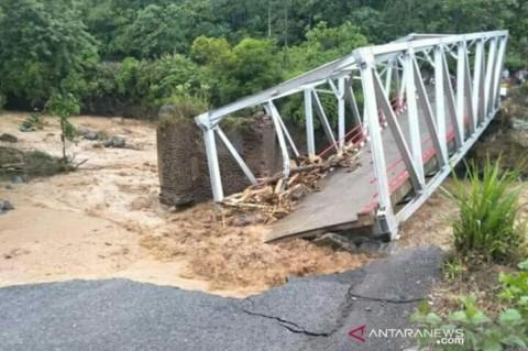 Jembatan di Lahat Putus Akibat Luapan Sungai