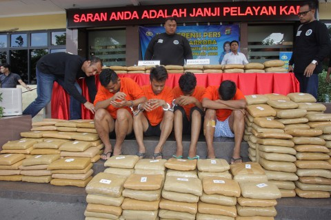 Polisi Ringkus Empat Pengedar 347 Kg Ganja Asal Aceh