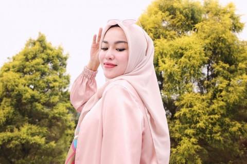 Sarah Azhari Berikan Dukungan Moril Buat Medina Zein