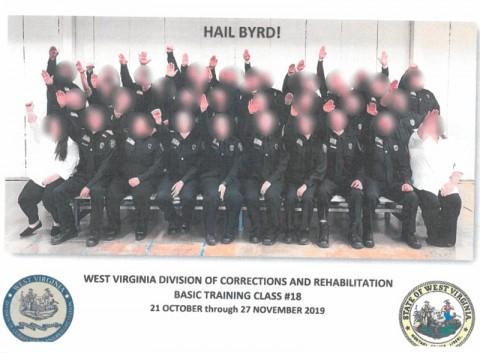 Beri Hormat Ala Nazi, Petugas Keamanan Penjara AS Dipecat