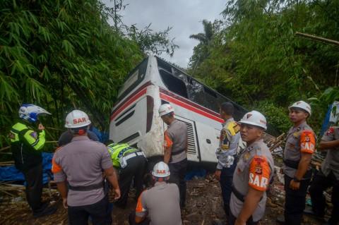 Rem Blong, Bus Primajasa Terperosok ke Jurang di Nagreg