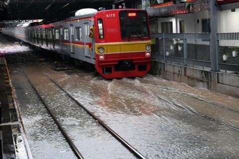 KRL Lintas Tangerang Masih Terkendala Banjir
