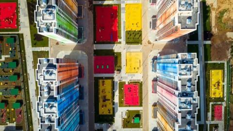 Apartemen Penuh Warna dan Corak di Moskow