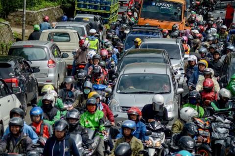 Arus Balik Libur Tahun Baru, Jalan Raya Lembang Macet