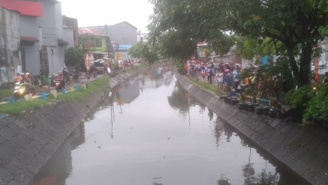 Dua Bocah di Makassar Terseret Arus Sungai
