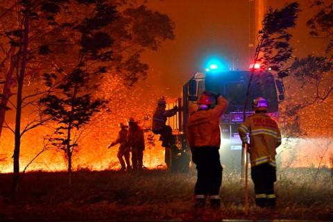Angkatan Laut Australia Turun Tangan Evakuasi Korban Kebakaran