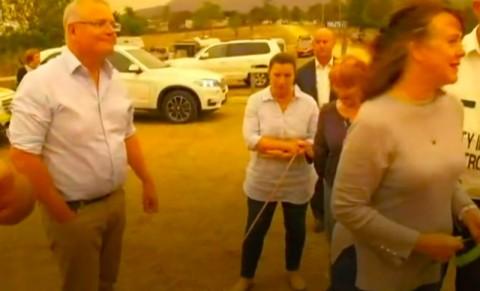 PM Australia Dicaci Maki Warga Korban Kebakaran Hutan
