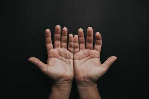 Cara Mudah Mengatasi Telapak Tangan dan Kaki yang Kedinginan