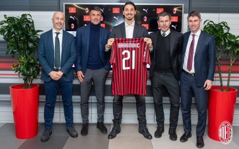 Resmi, AC Milan Perkenalkan Zlatan Ibrahimovic