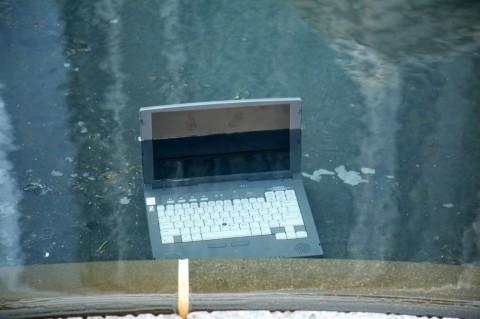 Pertolongan Pertama Saat Laptop Terendam Banjir